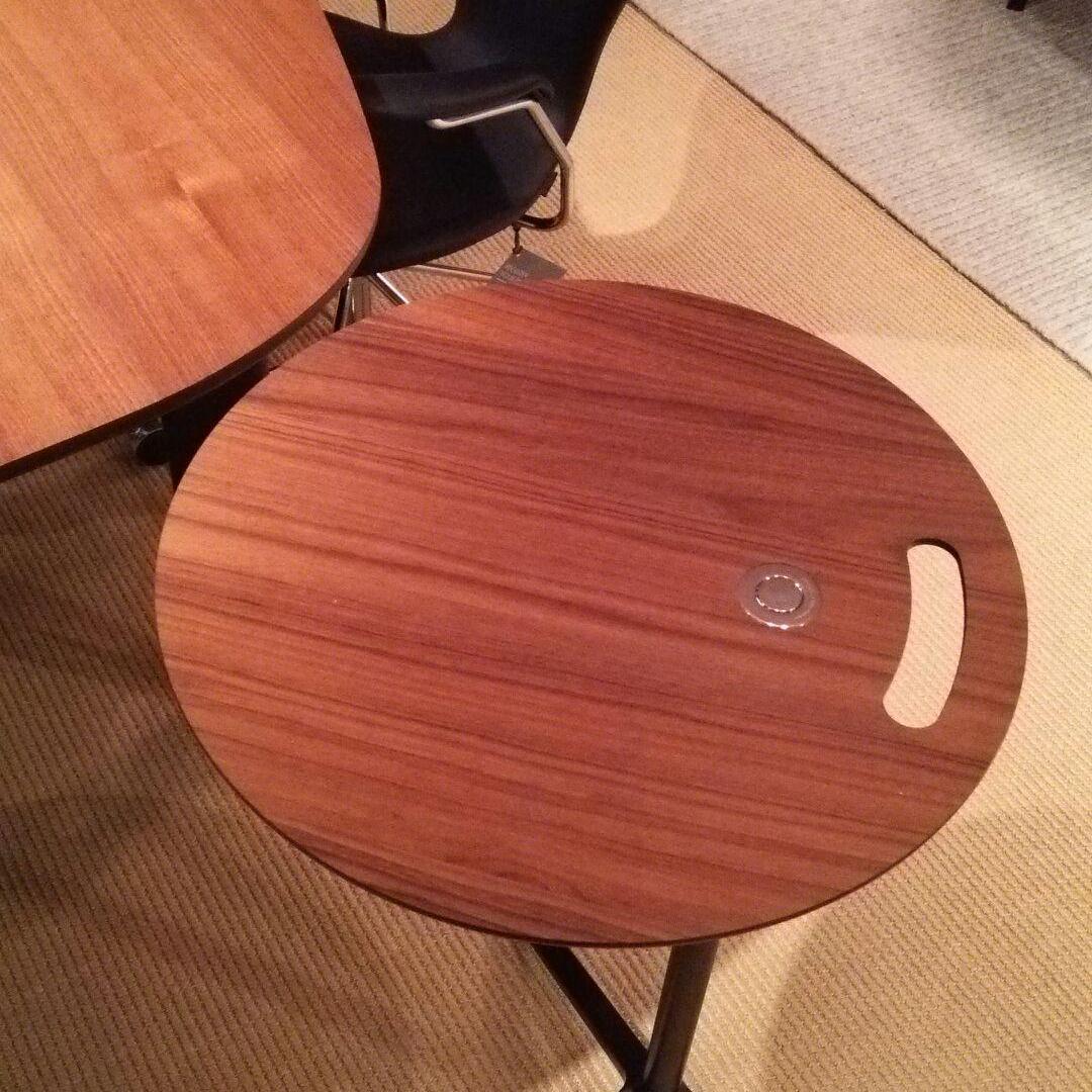 便利なテーブル、リトルフレンド